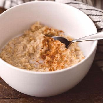 4 Dietitian-Approved Hacks That Made My Oatmeal Taste So Much Better -