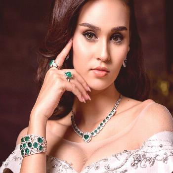 Emerald Diamond Necklace and Earrings